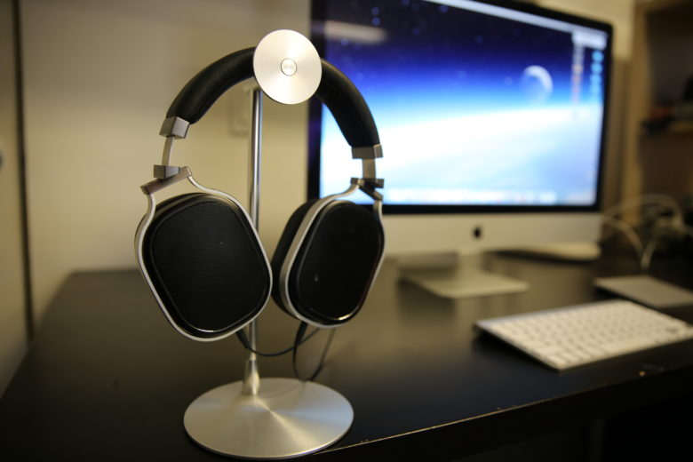 Just Mobile Headset Stand