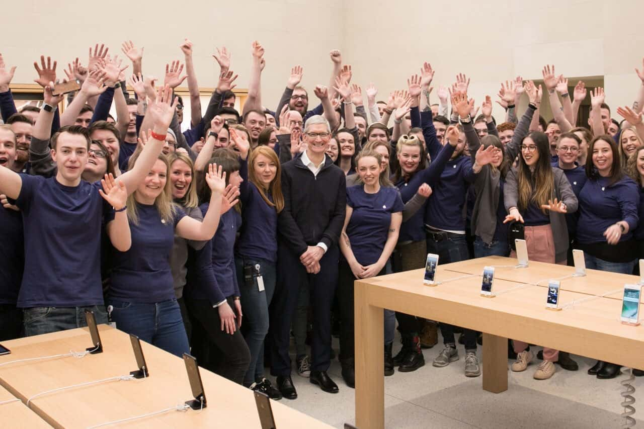 The staff at the Apple Buchanan Street store give Tim Cook a warm welcome.