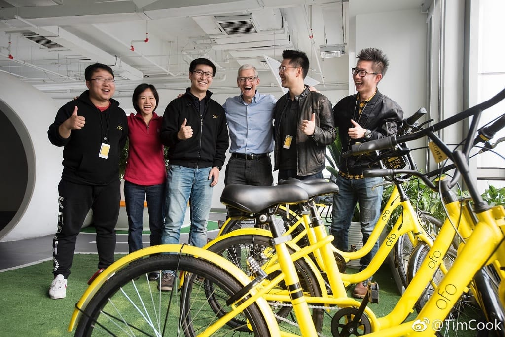 Tim Cook and part of the Ofo team.