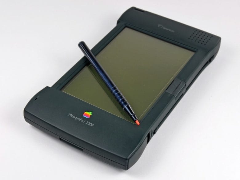 The Newton MessagePad 2000 brought many upgrades to Apple's doomed PDA line.