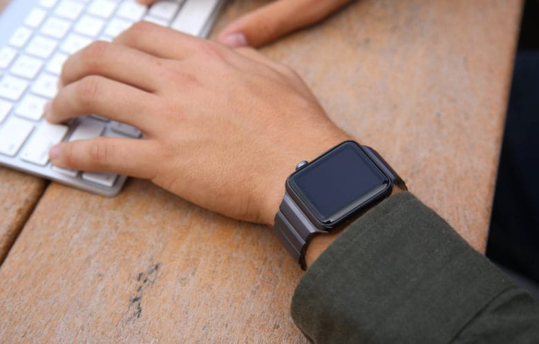 The Juuk Ligero aluminum Apple Watch band looks awesome in Cosmic Grey
