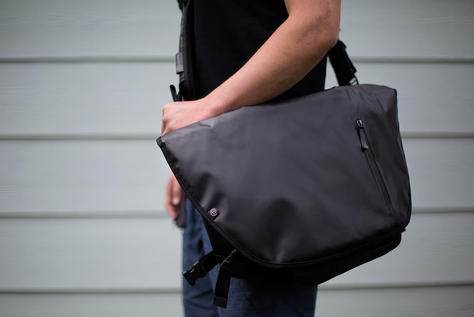 booq Nerve Black messenger bag
