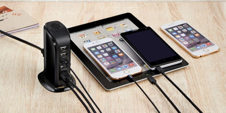 This desktop USB hub charges up to 6 devices at once, and at top speed.