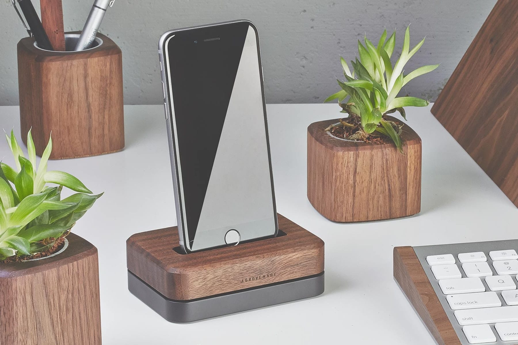 grovemade iphone dock