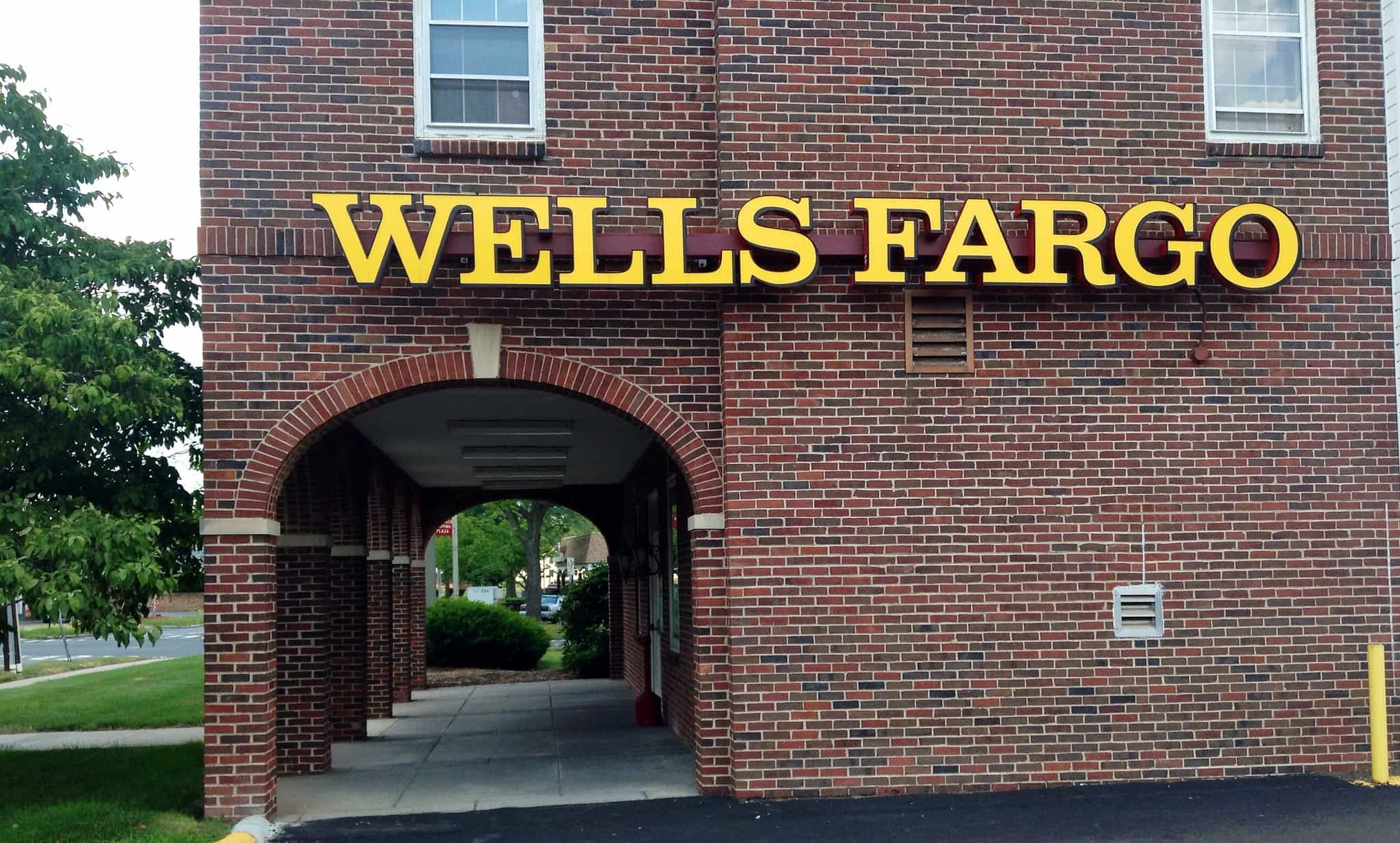 Wells Fargo is embracing Apple Pay at its ATMs.