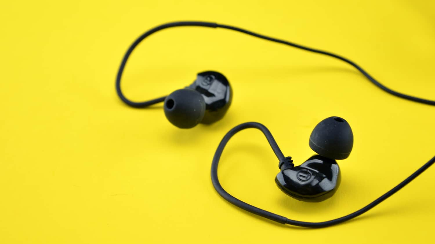 The Brainwavz Audio B200 earbuds are some of the best around, even with a few compromises.