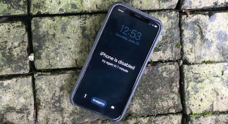 iPhone passcode limit can be bypassed with a keyboard