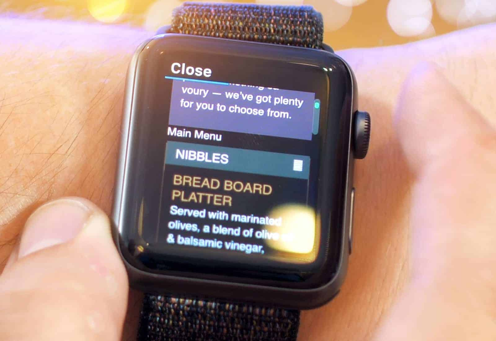 Webkit on watchOS 5 makes glancing at links possible.