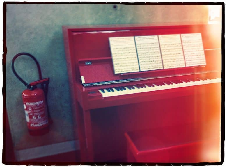 A piano next to a fire extinguisher is the perfect visual metaphor for Menace Synth.