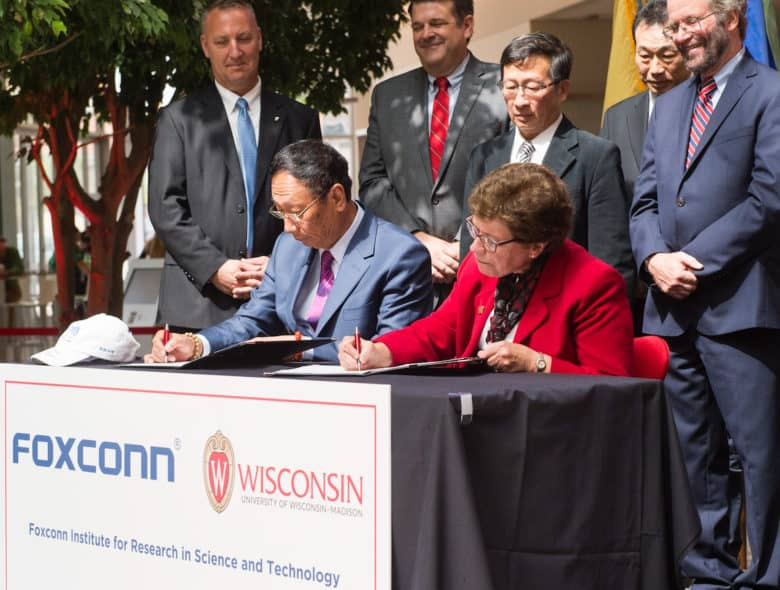 Foxconn reconsiders its LCD factory plan in Wisconsin