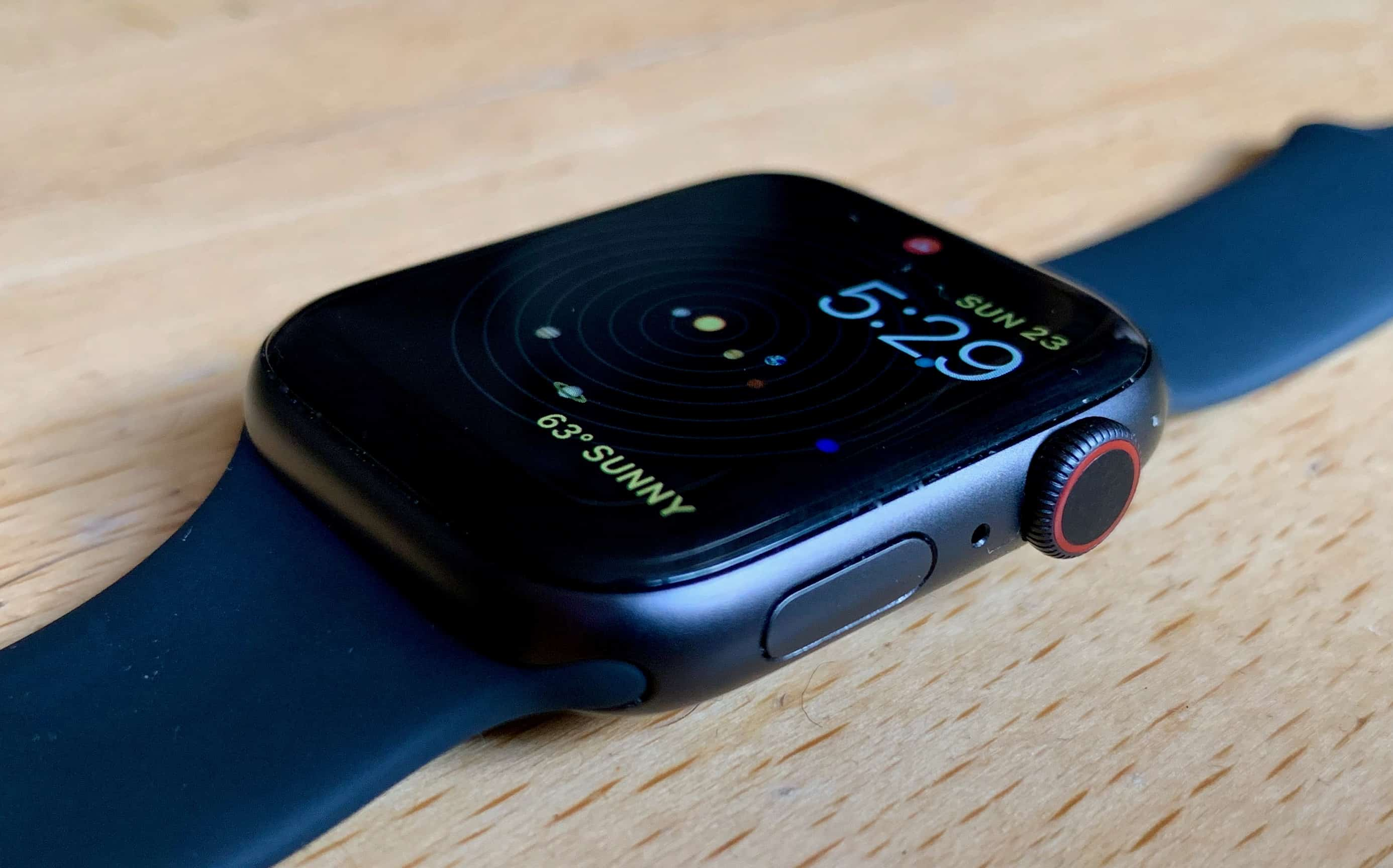 Apple Watch Series 4 side buttons