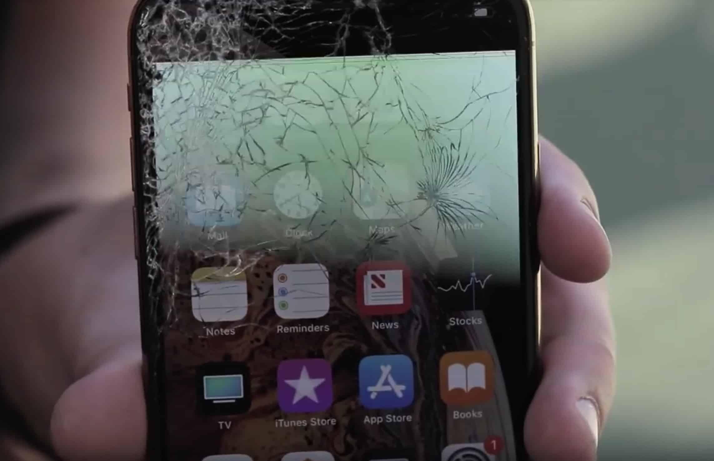 Broken iPhone XS screen2
