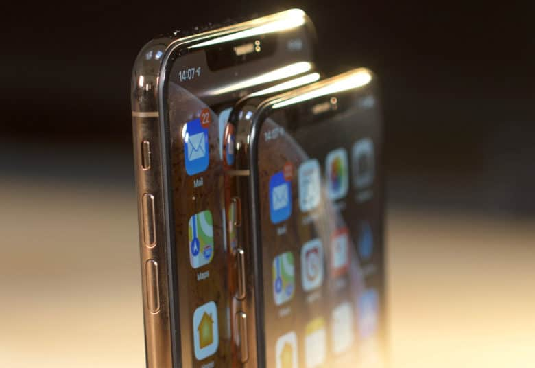 The iPhone XS Max screen delivers more of that OLED awesomeness.