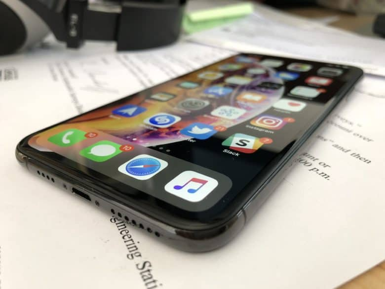 Does your iPhone XS suffer from s-s-stuttering?