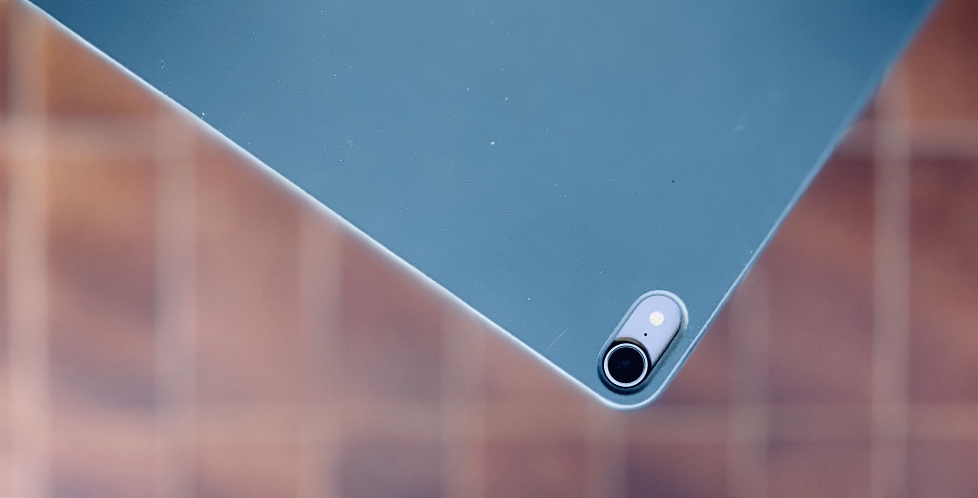 The Smart Folio Cover also eliminates the camera bump.