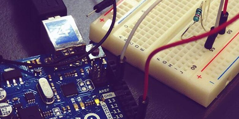 Score hours of Arduino courses and an Uno R3 microcontroller board