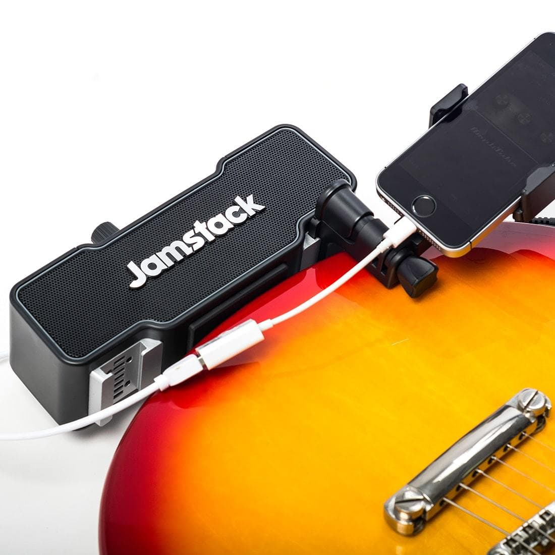 Jamstack speaker clings to the guitar.