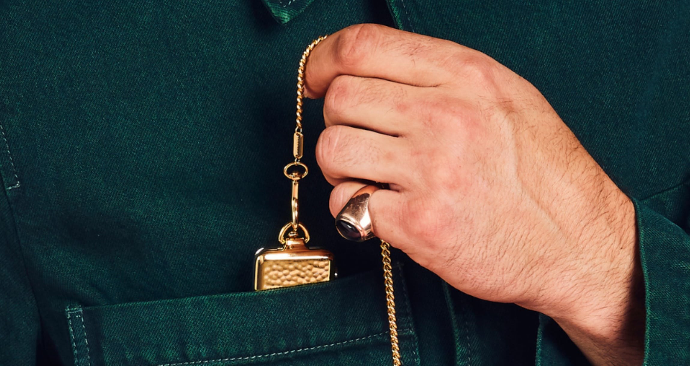 Bucardo's Hammered pocket watch in gold.
