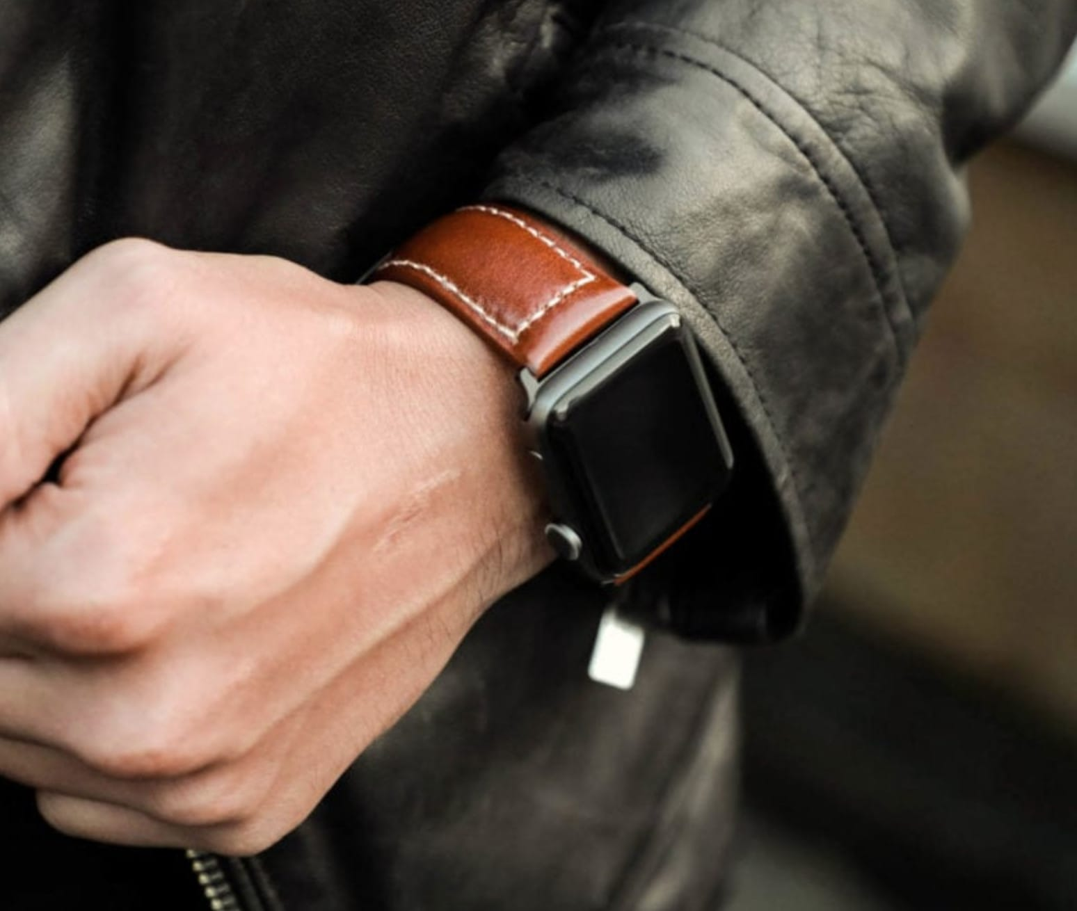 Strapa's Primus is made from rugged and subtly glossy Italian leather, expertly crafted into an exceptional watch band worthy of your Apple Watch Series 4.