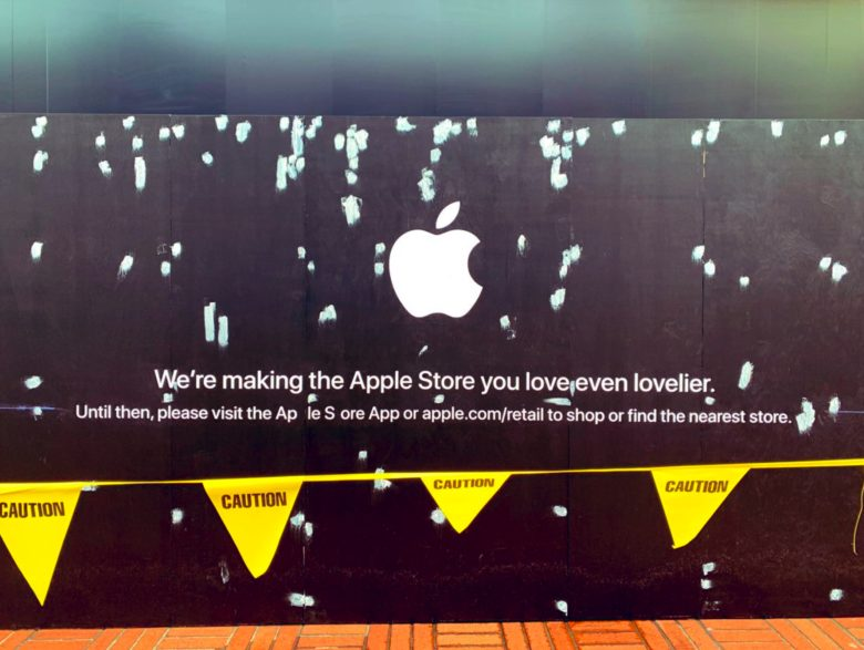 Apple Store barricade 1