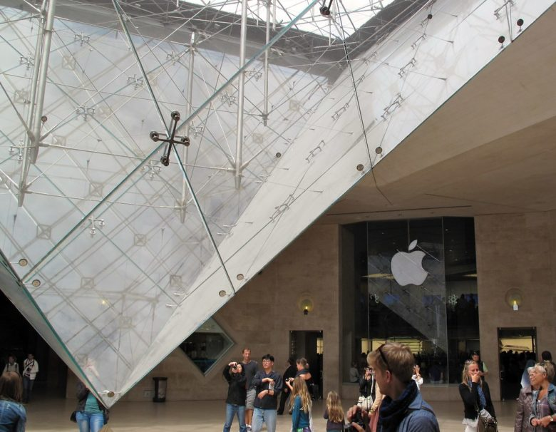 louvre apple store