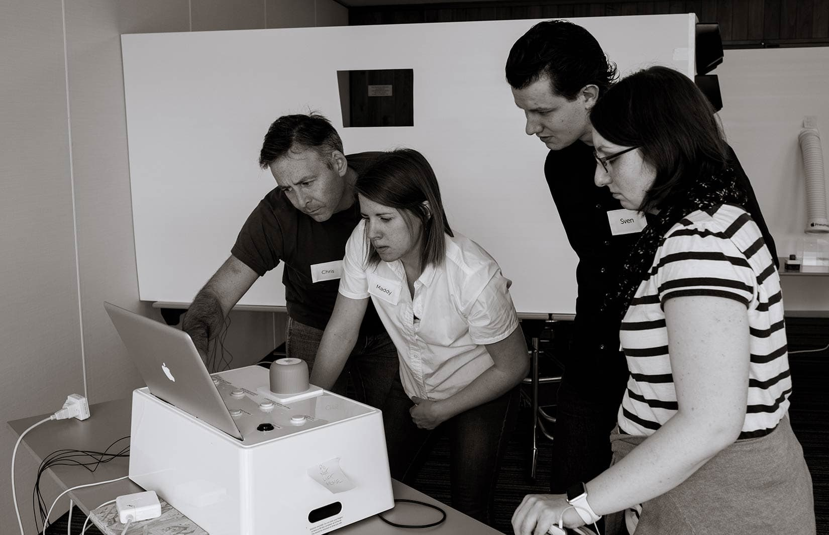 Úll Conference goers try to solve the mystery of an Apple-themed escape room in 2017.