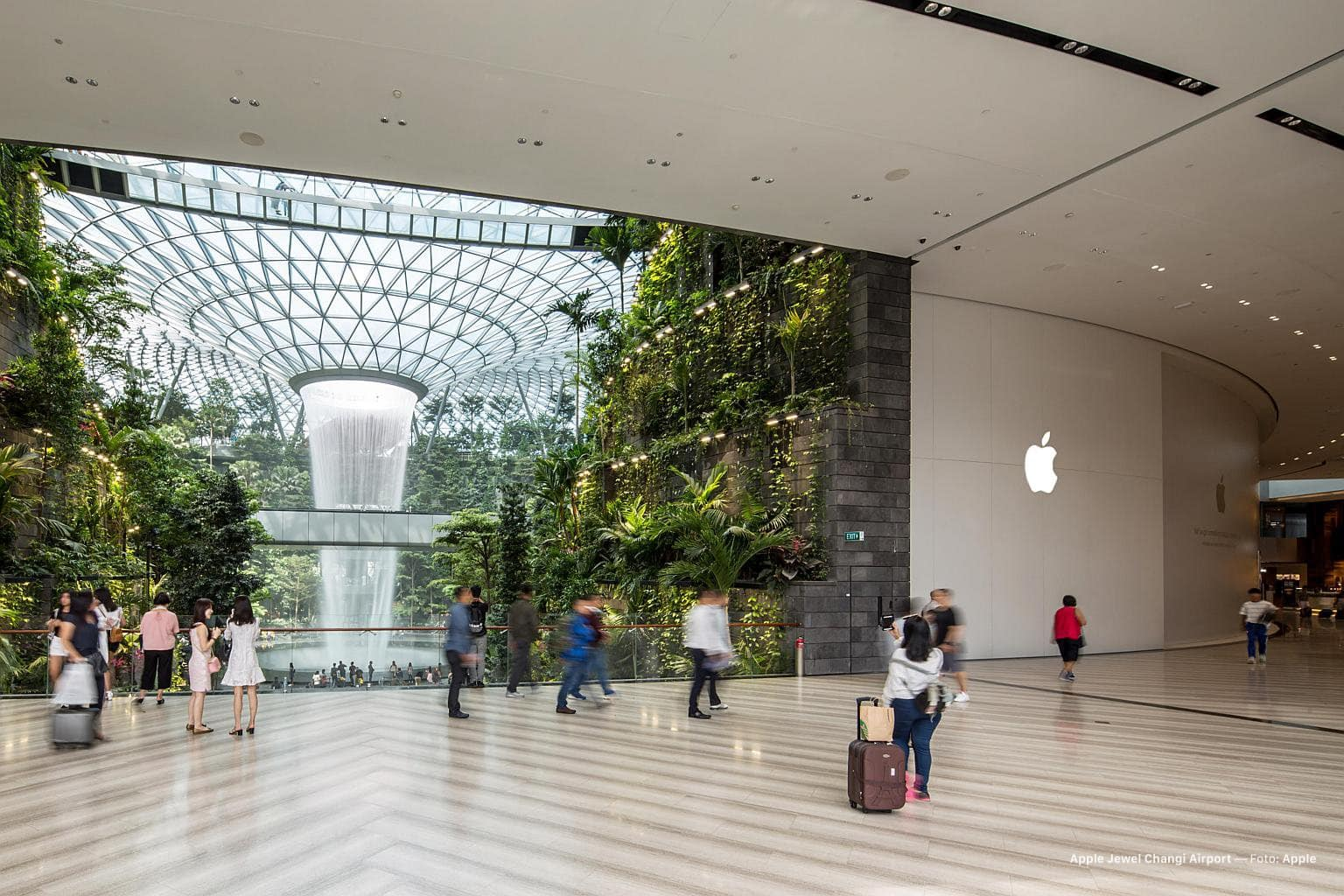 Apple's new Singapore store isn't going to be short of possible customers.