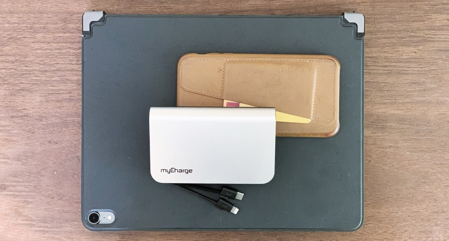 myCharge HubMax Universal with iPhone and iPad Pro