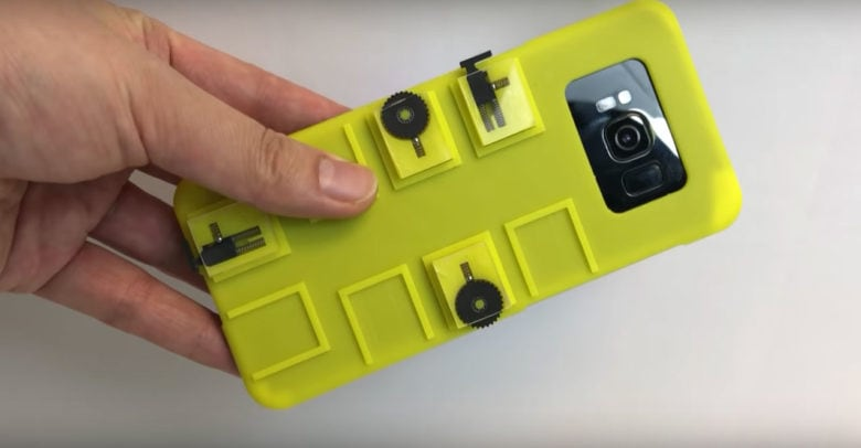 smartphone case with mechanical buttons