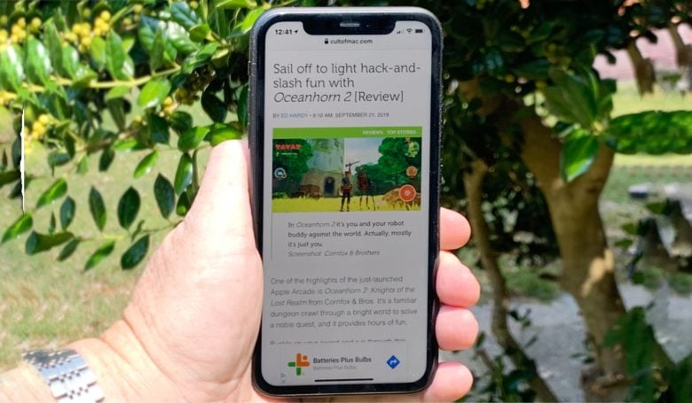 The iPhone 11 display is completely usable in direct sunlight.
