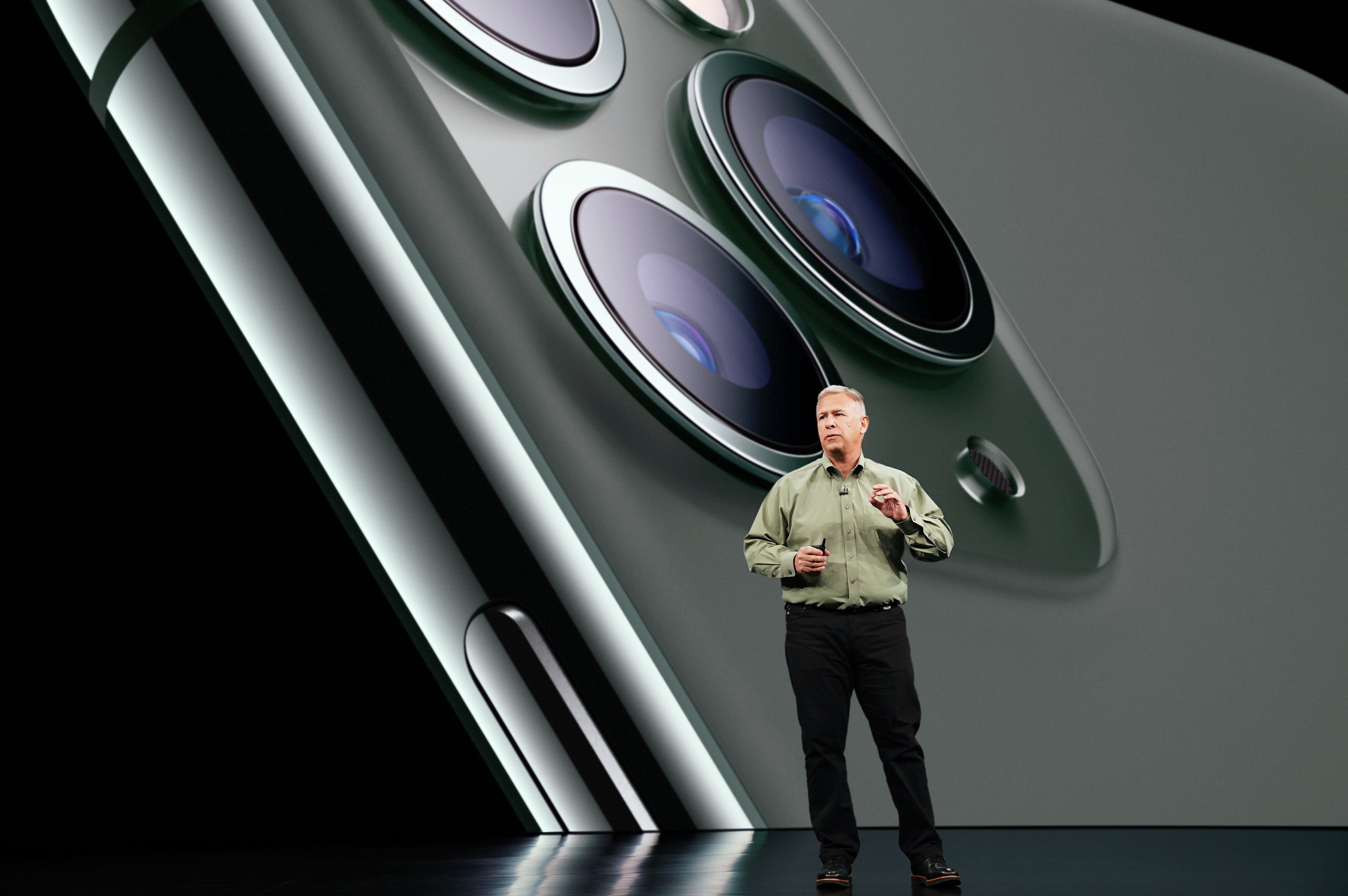 Apple_Keynote-Event_Phil-Schiller-iPhone-11-Pro_091019