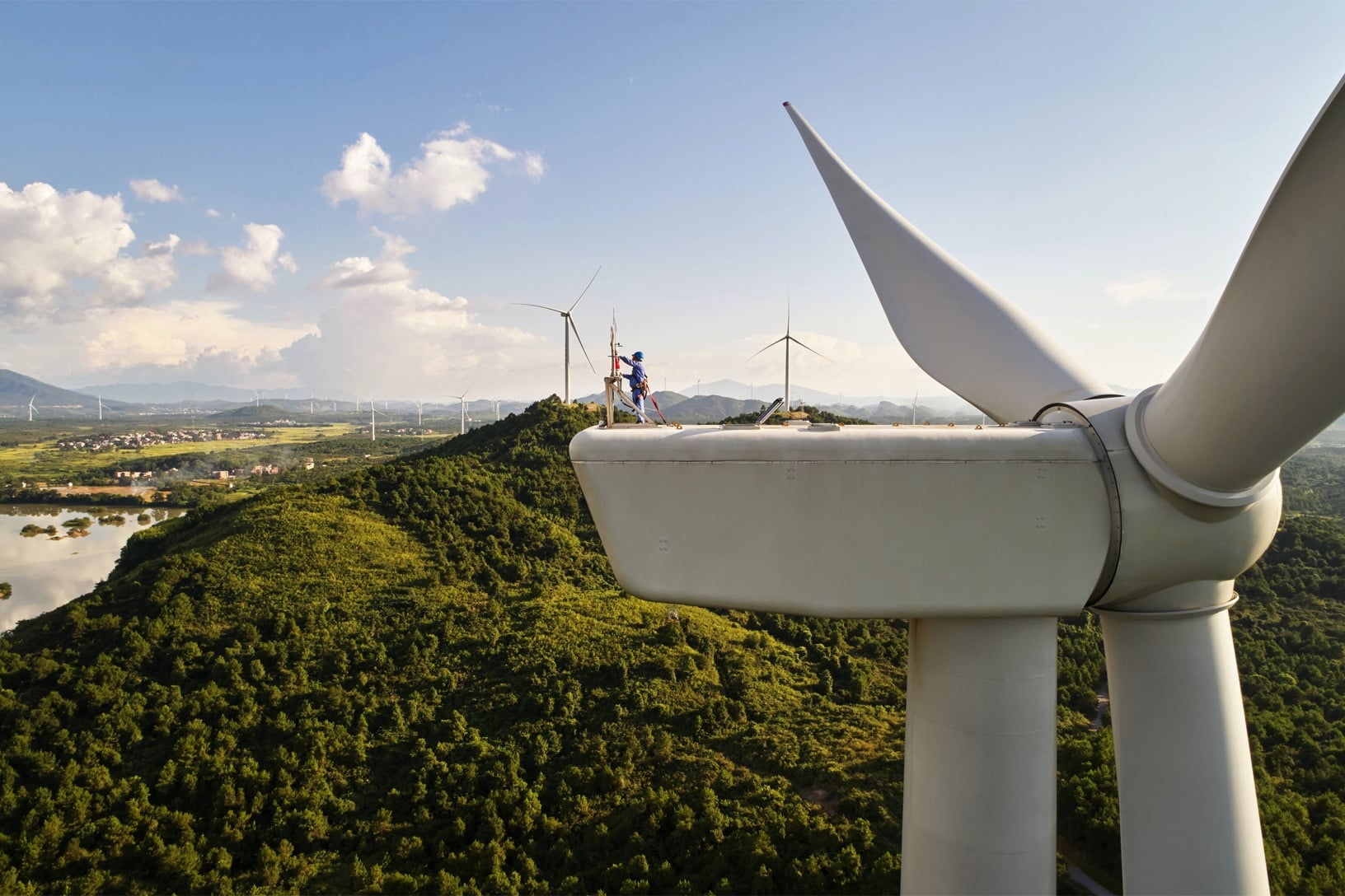 Apple Clean Energy Fund is investing in wind farms.