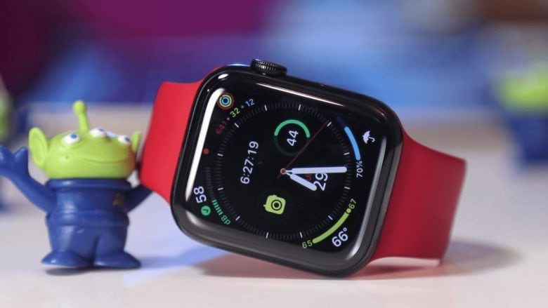 Apple Watch Series 5 info graph face with little alien