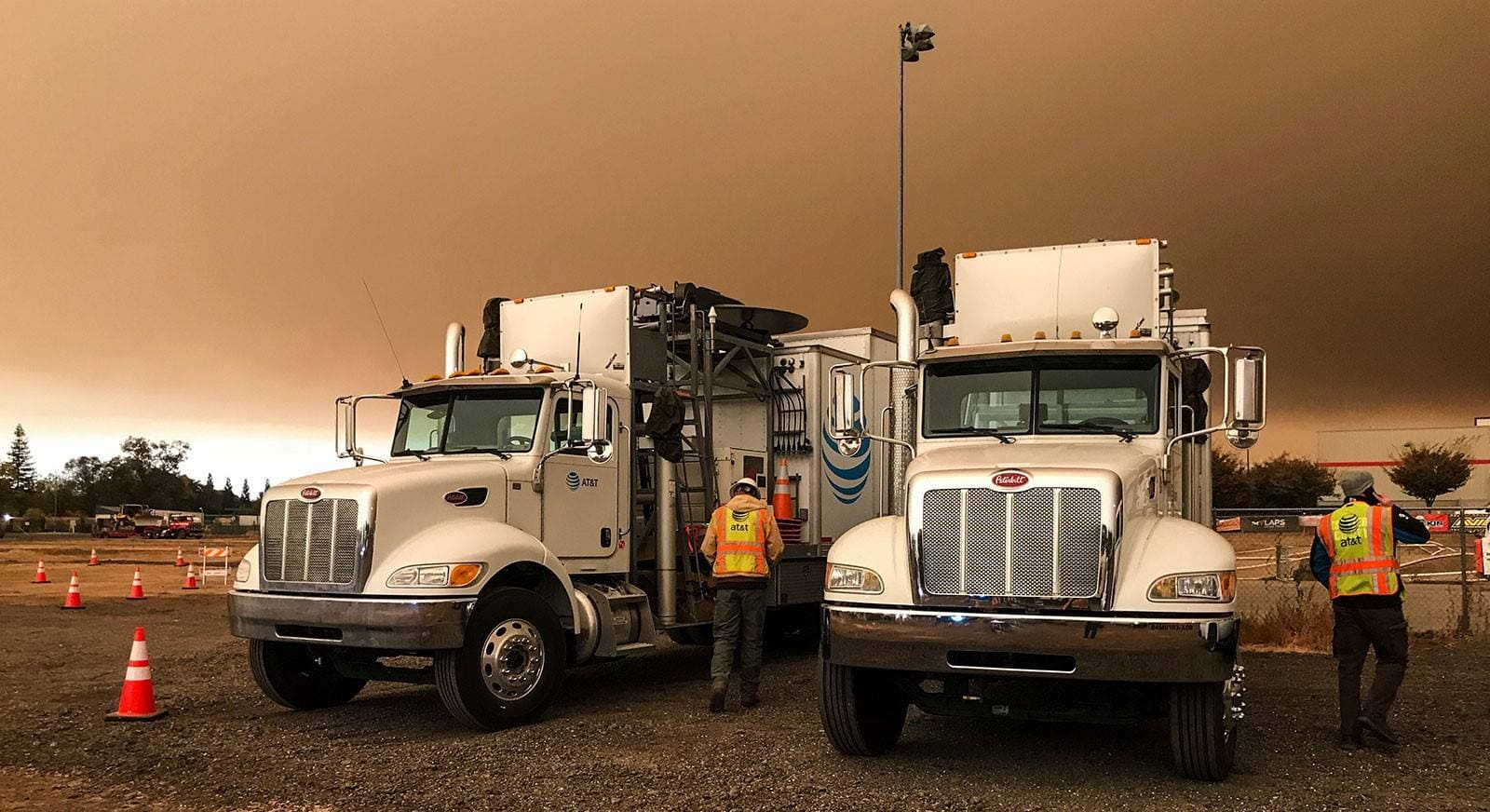 AT&T-trucks