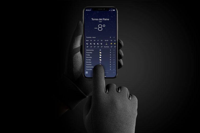 Mujjo insulated touchscreen gloves keep your fingers warm while you tap and swipe.
