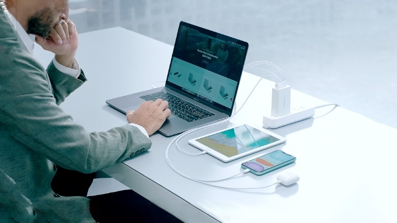 Sanho HyperJuice with MacBook, iPad, and more.