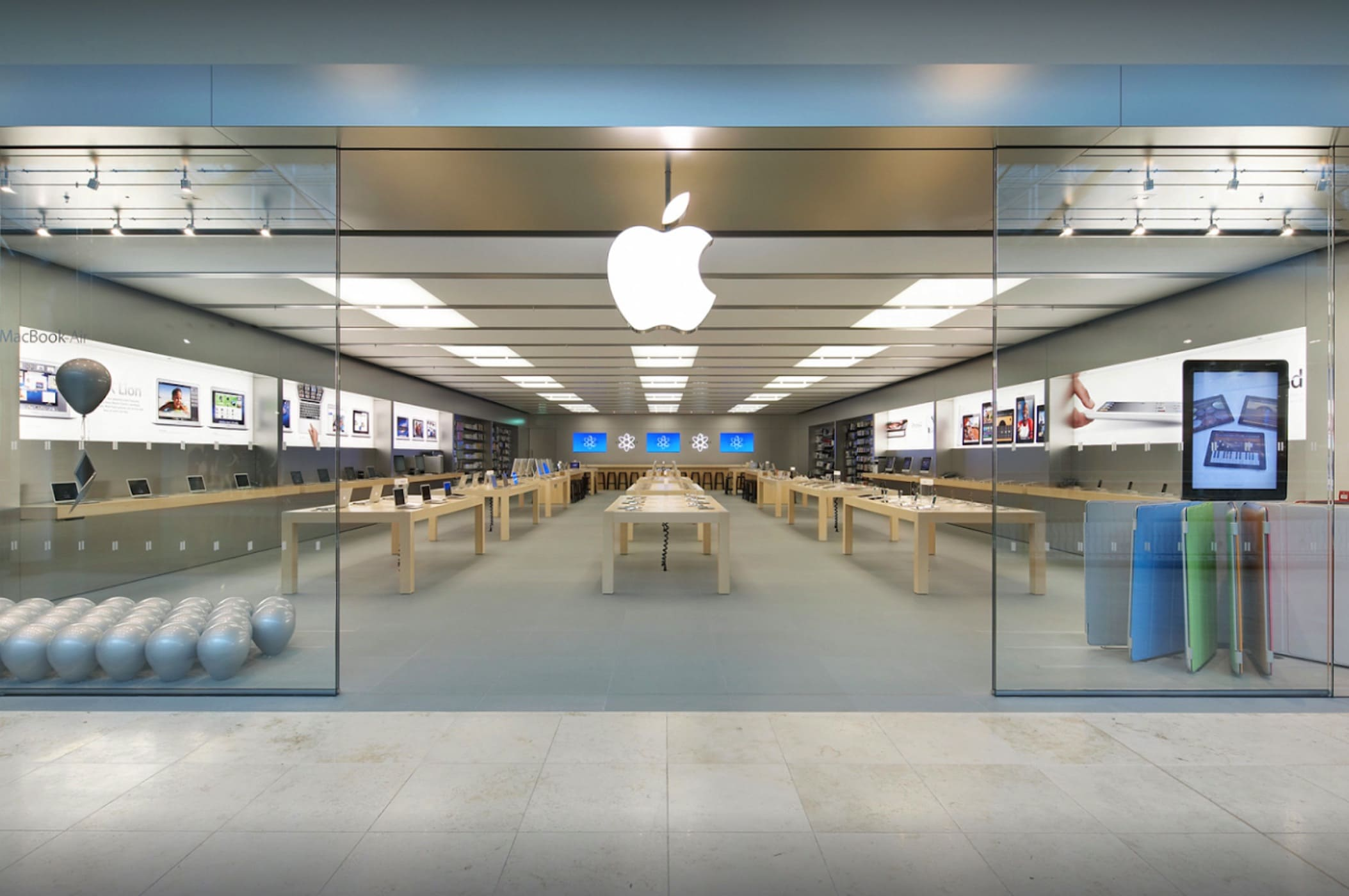 U.K. cops used a helicopter to help chase down Apple Store thieves