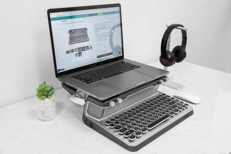 KnewKey with MacBook