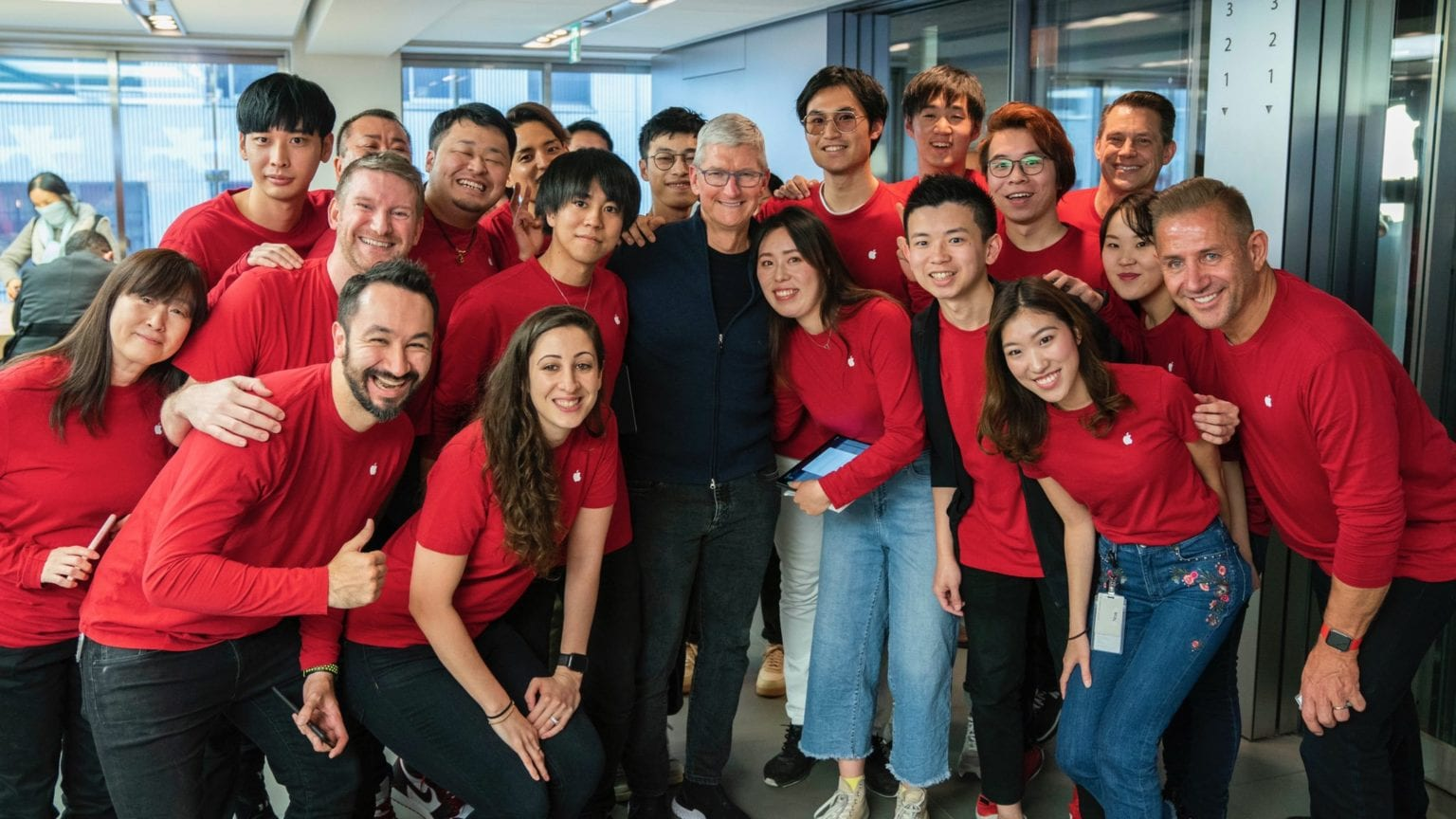 Tim Cook pays a visit to Apple's first store outside the US