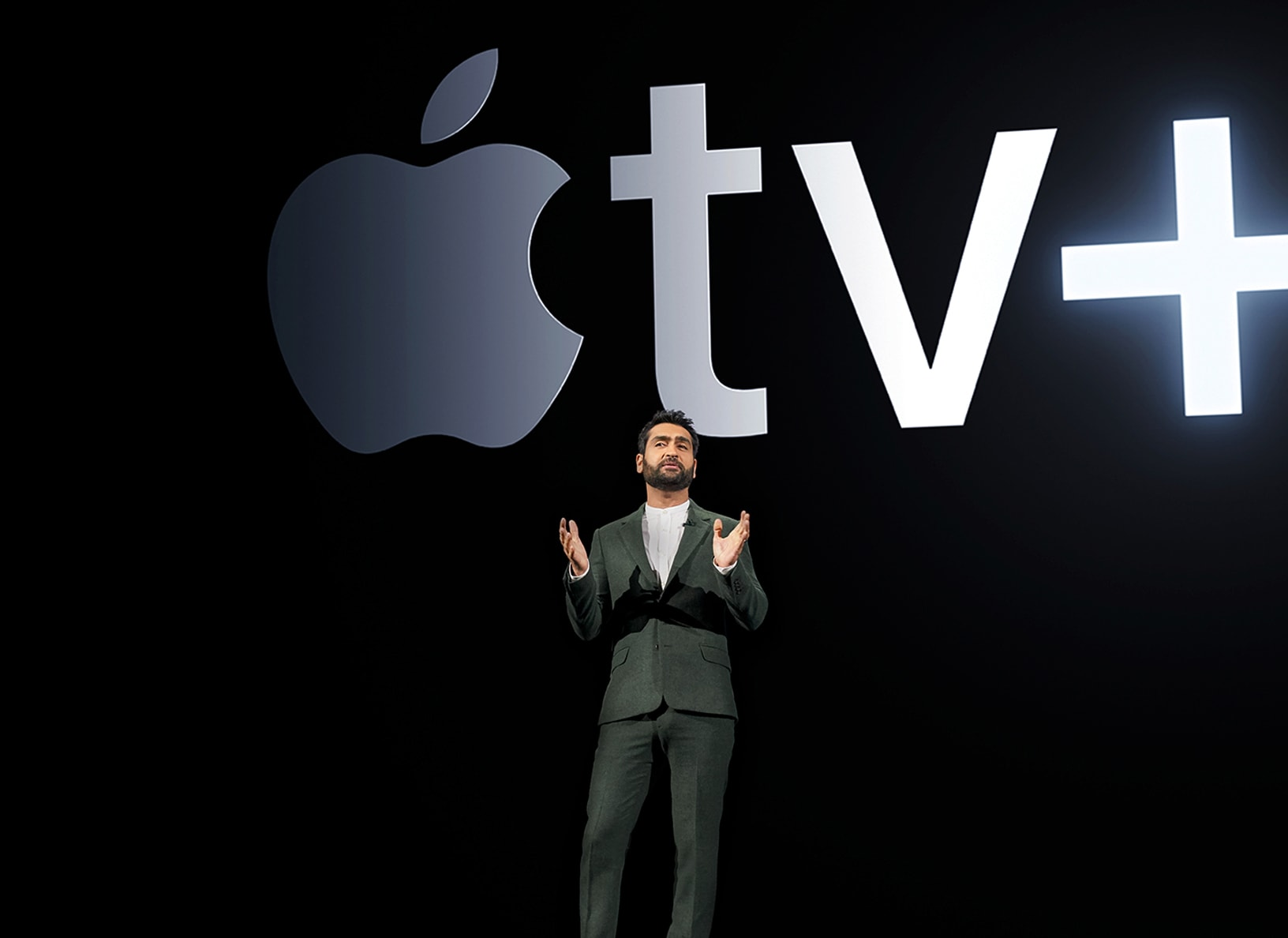 Little America writer and executive producer Kumail Nanjiani shares his story at the Apple March 2019 event.