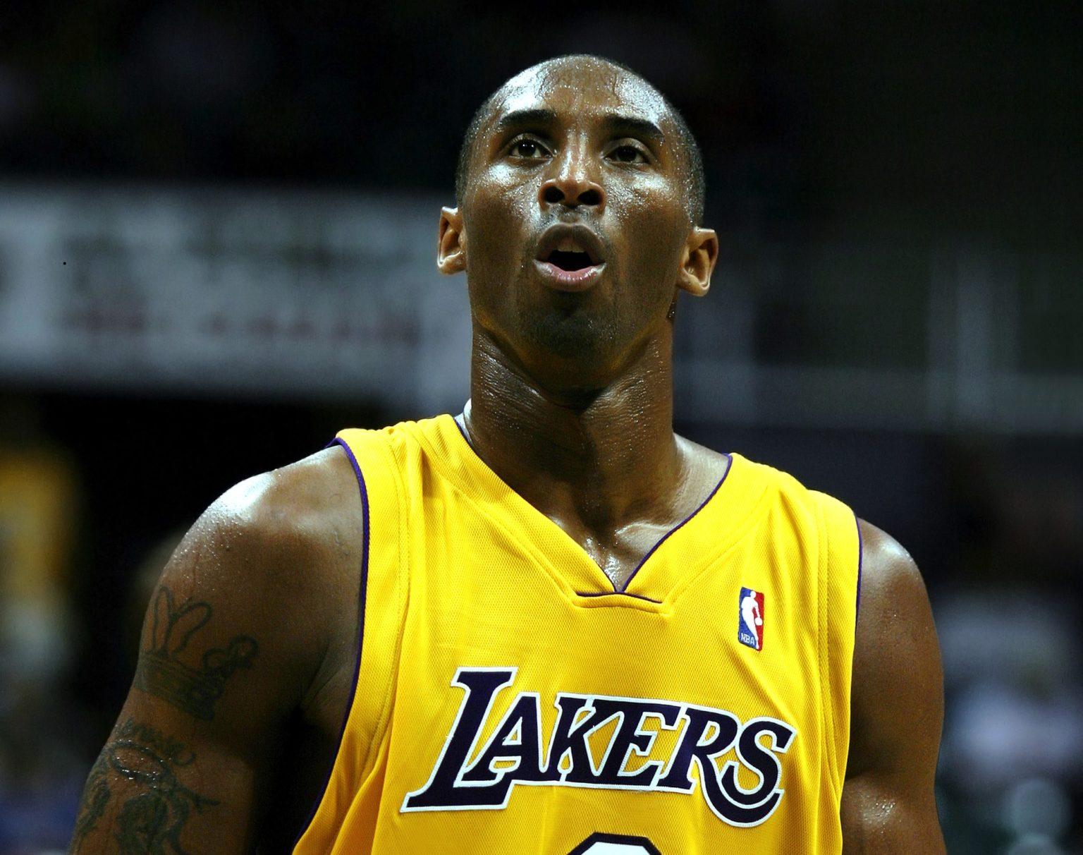 Tim Cook tweets condolences on death of Kobe Bryant