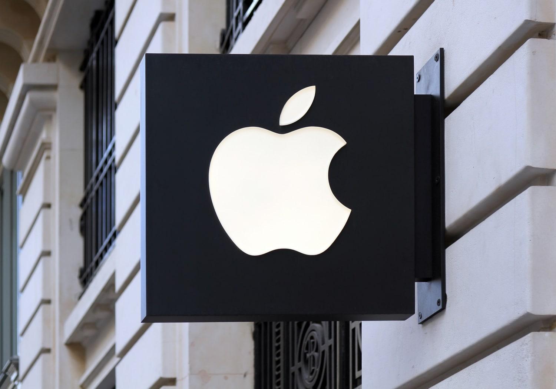 Apple.logo.paris.store