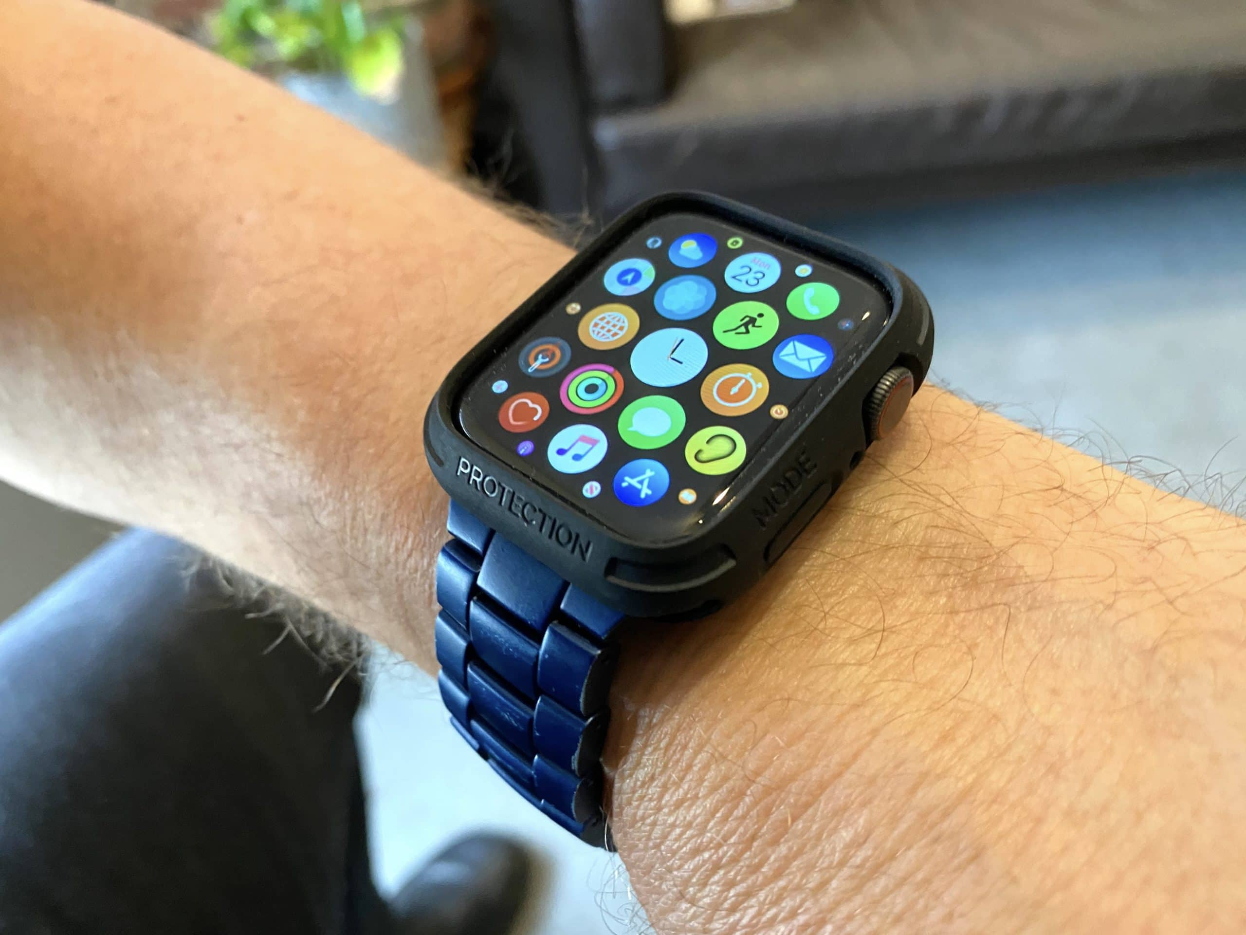The Elkson Apple Watch bumper case solved a problem that drove me crazy, and it looks good too!
