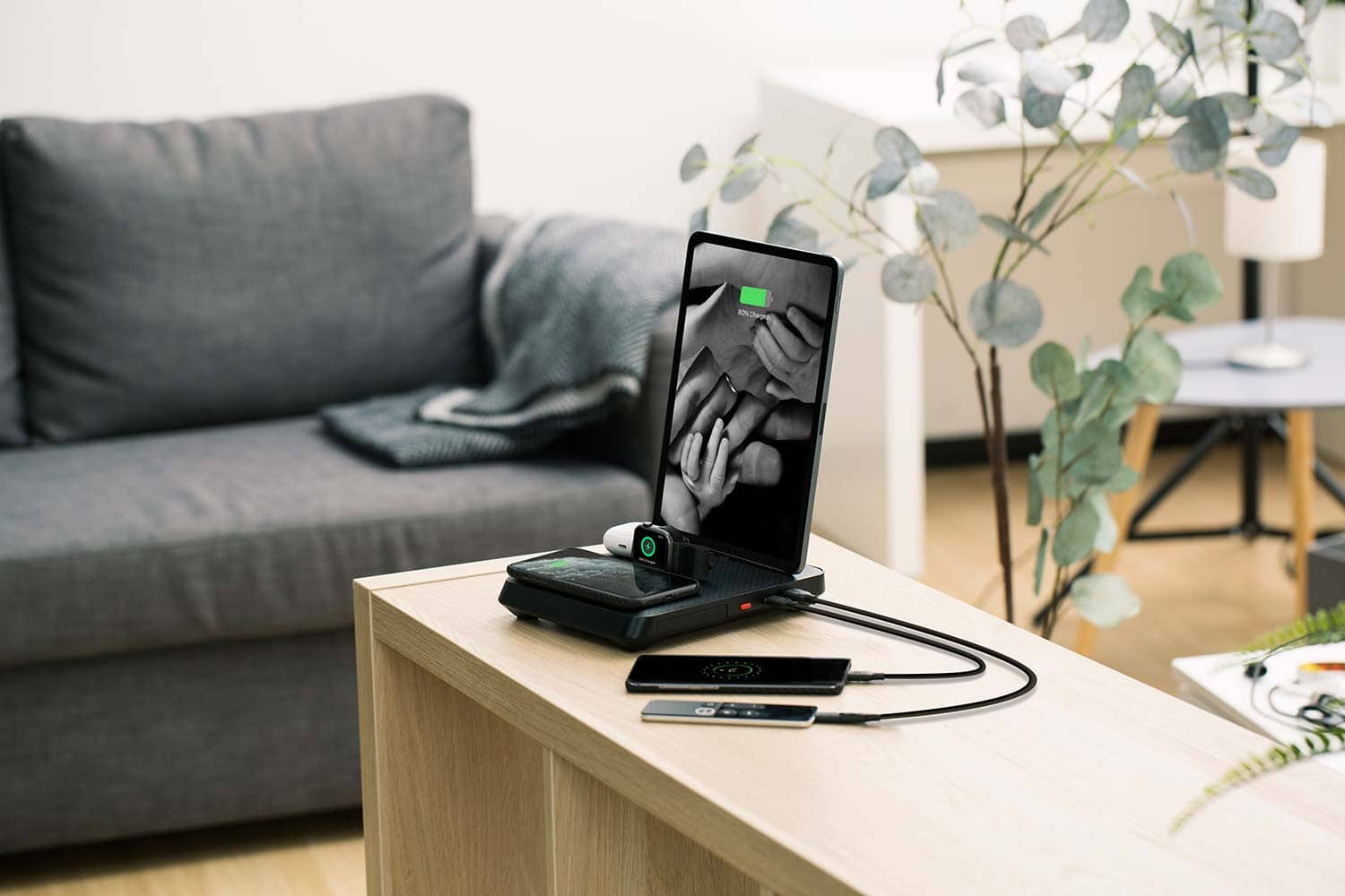 Air Omni 6-in-1 charger