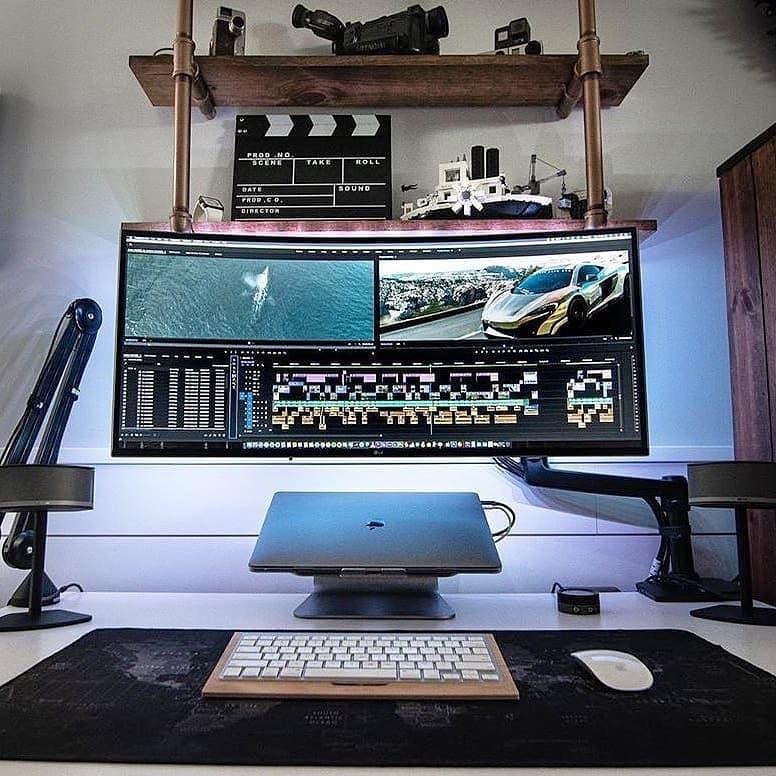 This wfh setup has an amazing monitor