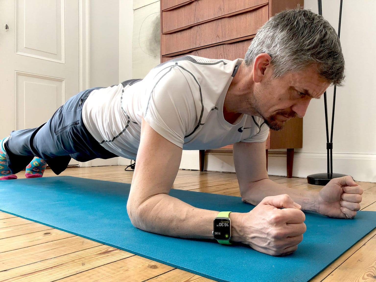 Our essential guide to building rock-hard abs (with a little help from Apple Watch).