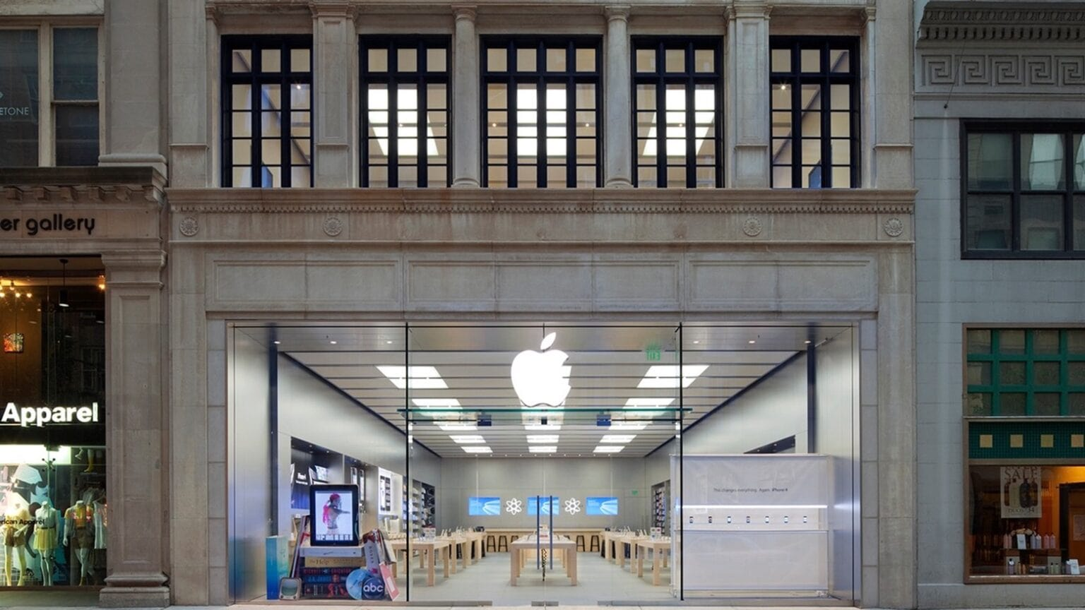 The Apple Store on Walnut Street in Philadelphia is closed