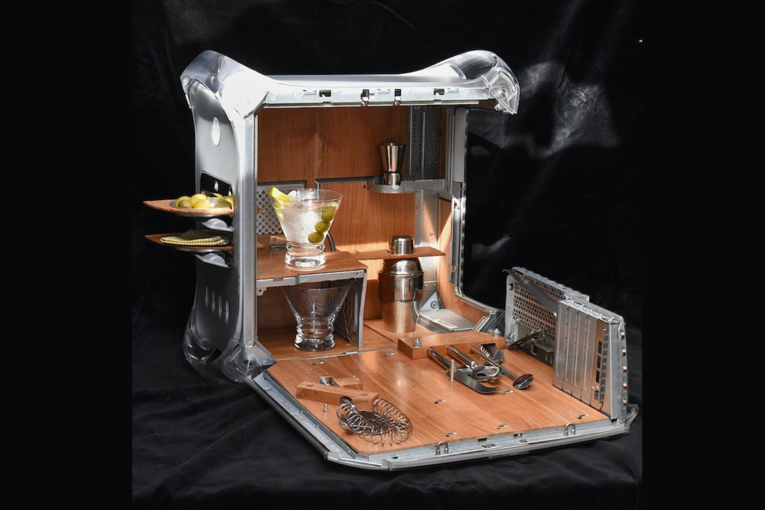 A total show piece: The Power Mac G4 cocktail cabinet known as the McMartini.