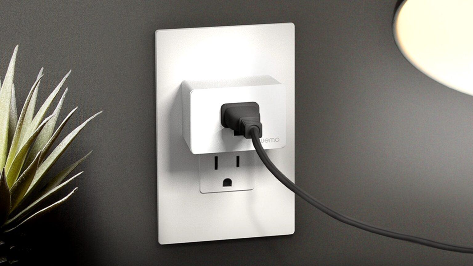 Wemo WiFi Smart Plug hardly takes up any room.
