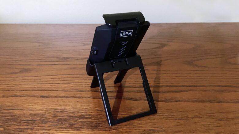 LikPok Hyper Mirror fits in an adapter and sits in a table stand.